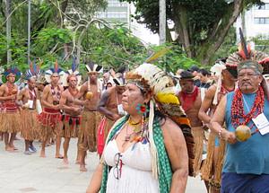 os povos indigenas são os que mais são deixados à margem, sem vida e sem direitos; muito pior nesse desgoverno